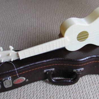 nhung-cay-dan-ukulele-cuc-doc-lam-tu-cong-nghe-in-3d